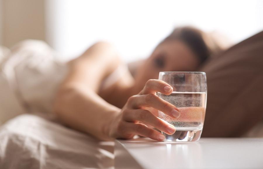 Сухость во рту ночью: причины и устранение у пожилых и беременных