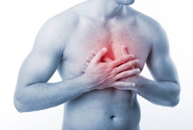 Почему болит в груди? Причины болей в грудной клетке