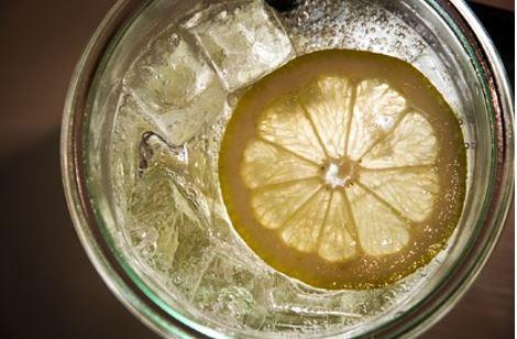 Специалисты выяснили в чем опасность лимонного сока